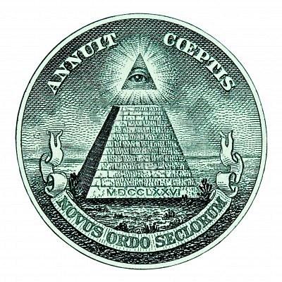 4585414-dolar-piramide-macro-sobre-fondo-blanco